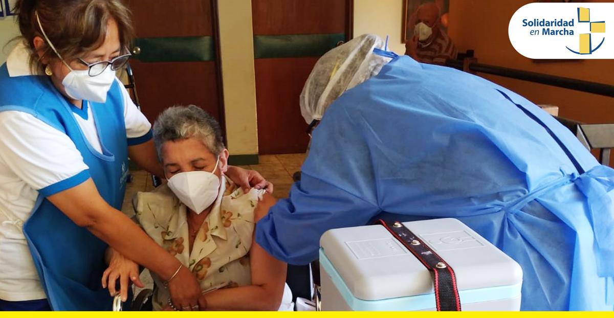 Se vacunaron nuestros 27 abuelitos del Albergue San Lucas contra el COVID 19